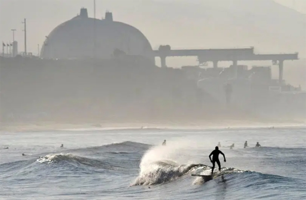 Image 1 for Tear-down of the San Onofre nuclear plant - work on the distinctive containment domes first on the list