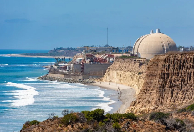 Image 2 for Tear-down of the San Onofre nuclear plant - work on the distinctive containment domes first on the list